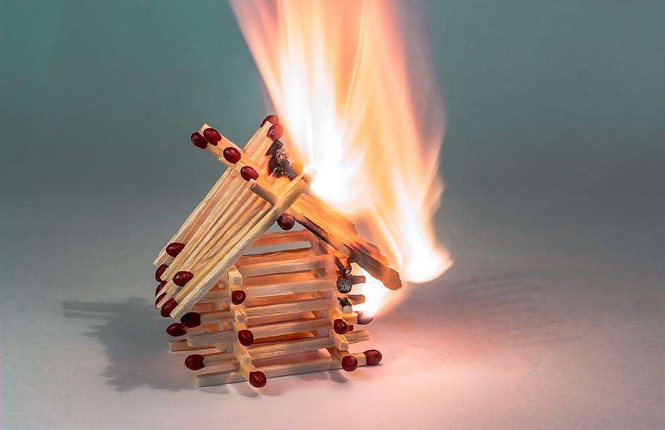 Evinizde Yangın Çıkmaması İçin Alabileceğiniz Önlemler 1